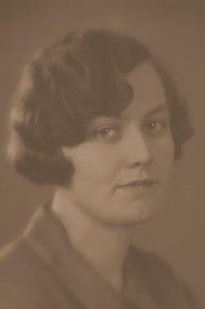 Magda som 15- eller 17-årig (altså fra 1923 eller 1925). Venligst stillet til rådighed af Flemming Christiansen 2010-08-10.